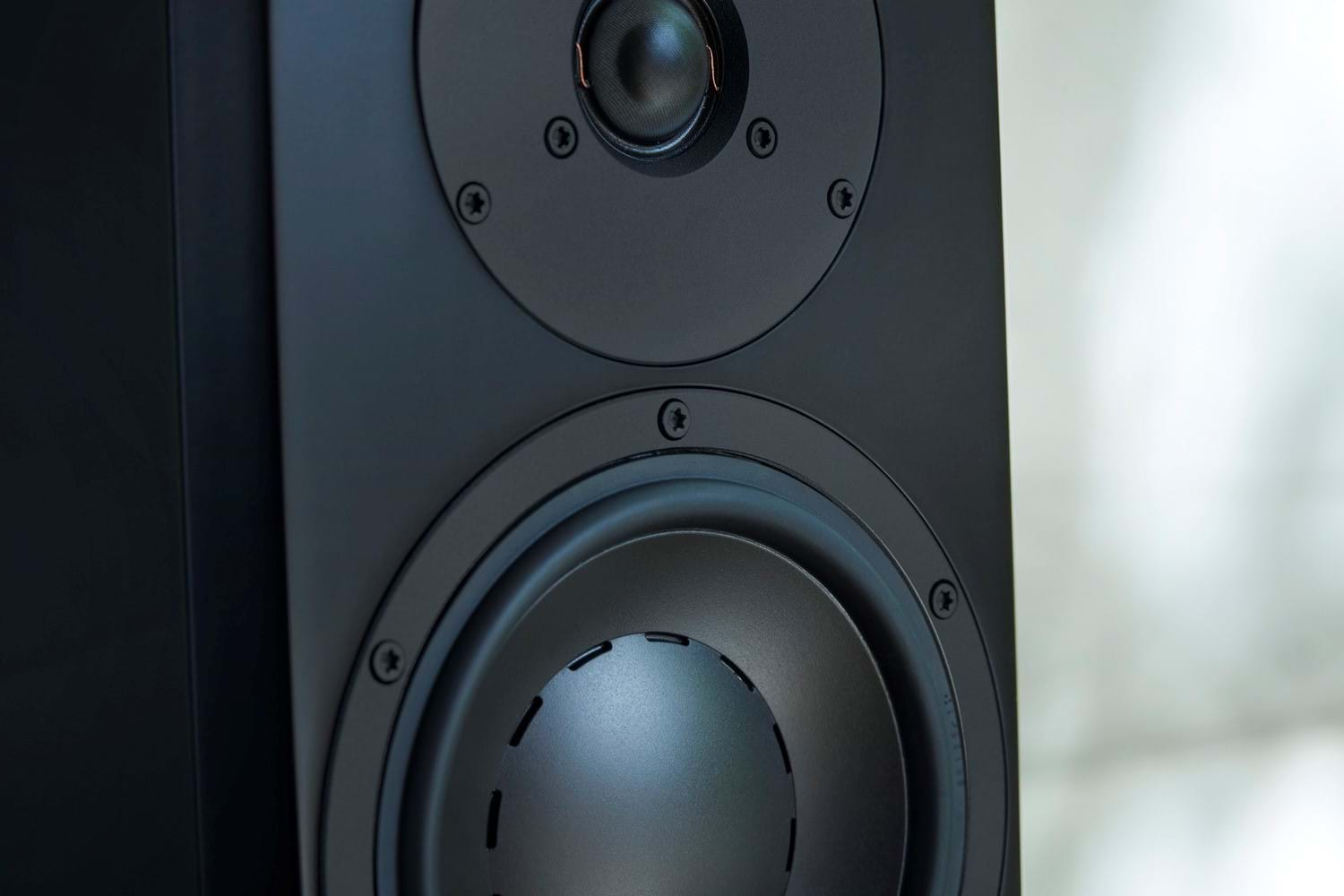 Dynaudio_FocusXD_Detaljer_MJ_15601_SORT.jpg
